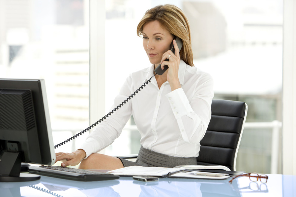 C mo contestar el tel fono en la oficina vive tu empresa for Telefono de oficinas
